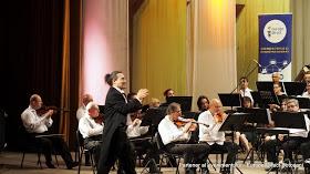 Concert – spectacol latino oferit de Ramiro Arista şi Filarmonica din Botoşani