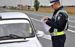 Depistaţi în trafic, deşi se aflau sub influenţa alcoolului