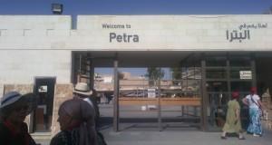 Una dintre cele şapte minuni ale lumii            Petra – oraşul trandafiriu