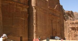 Una dintre cele şapte minuni ale lumii            Petra – oraşul trandafiriu (Partea I)