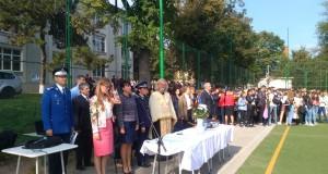 """Deschiderea anului școlar la Liceul Pedagogic """" Nicolae Iorga"""" Botoșani, în prezența oficialităților locale"""