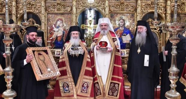 Patriarhul Ierusalimului,Teofil al III-lea, a adus în România un fragment din moaștele sfântului botoșănean Ioan Iacob de la Neamţ