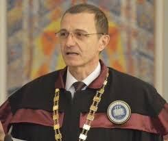 """Acad. Ioan-Aurel Pop, Preşedintele Academiei Române:""""Un învățător face mai mult decât zece laptopuri"""""""