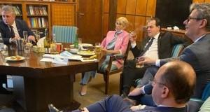 Premierul Orban, vicepremierul Raluca Turcan și miniștrii Aurescu, Bode și Popescu au fost amendați după apariția fotografiei în care fumau și nu purtau măști
