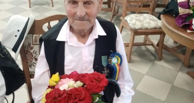 Veteran de război sărbătorit la împlinirea vârstei de 100 de ani