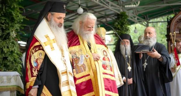 Clericii și credincioșii din Bucovina și-au primit noul Arhiepiscop: Preasfințitul Părinte Calinic