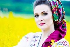 """Alina Huțu, din Botoșani, a câștigat Trofeul Festivalului Național de Creație și Interpretare a Romanței """"Crizantema de aur"""", ediția a 53-a, Târgovişte, 2020!"""