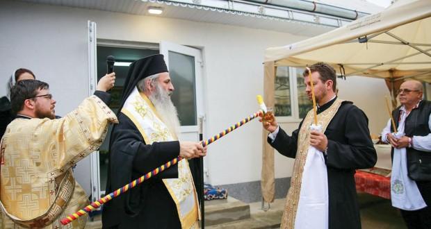 Sondaj CURS: Biserica rămâne instituția în care românii au cea mai mare încredere