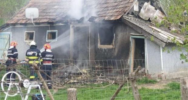 Un tânăr din Botoșani și-a incendiat casa după o ceartă cu soția